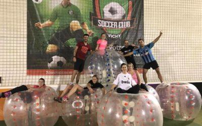 Les jeunes au Bubble Foot